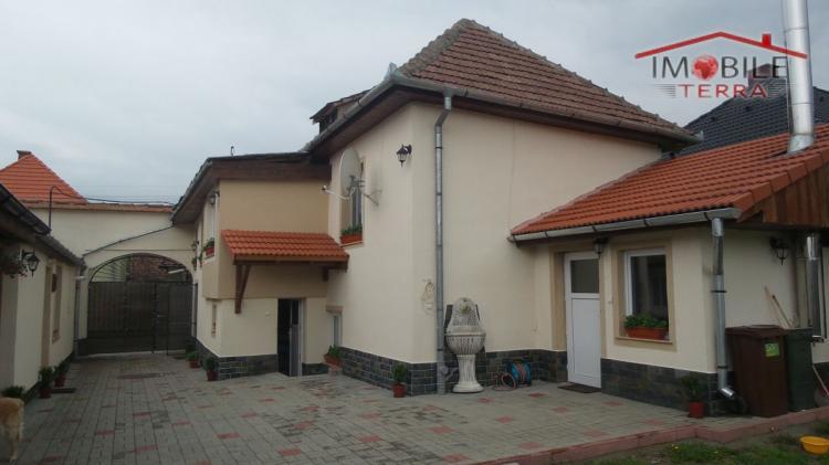 Casa moderna cu 2 corpuri de vanzare in cisnadie for Casa mobile moderna