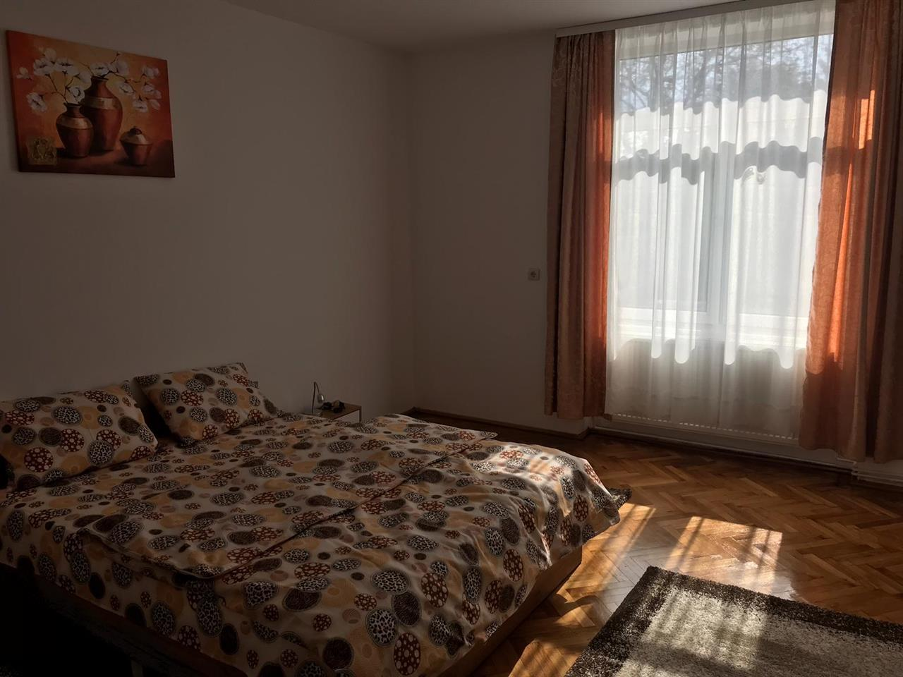 Apartament la casa 5 camere de vanzare in Sibiu