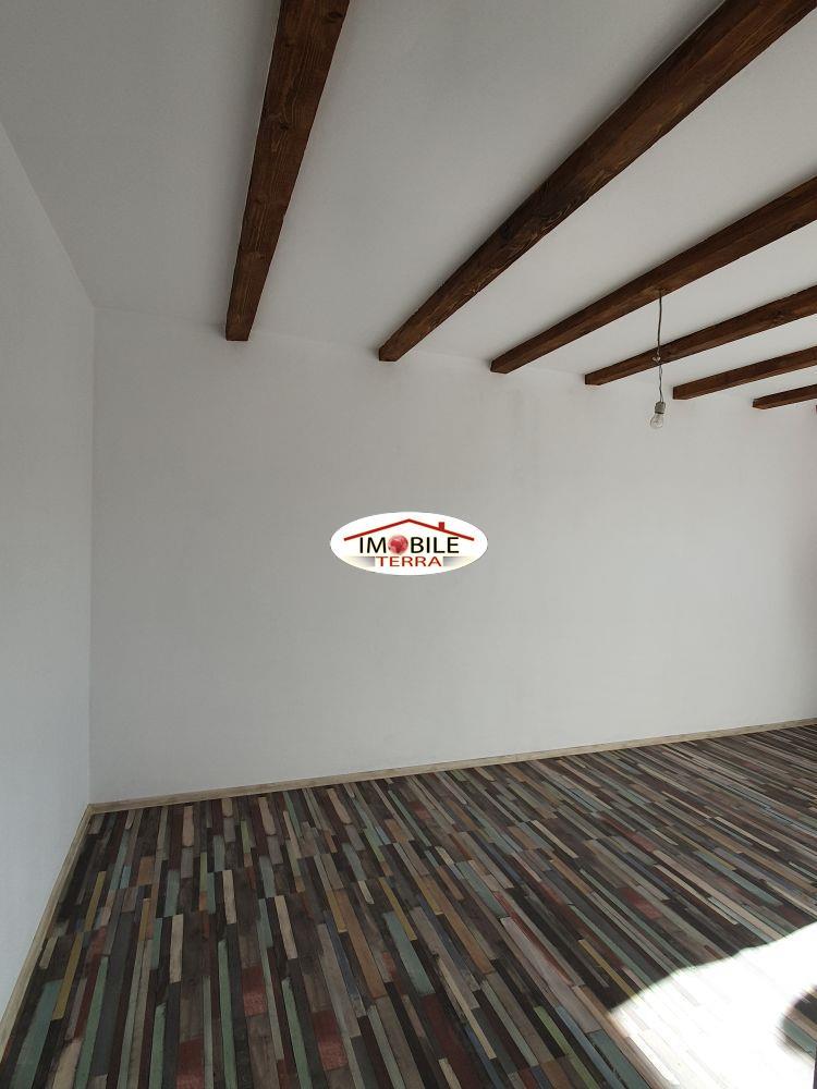 Casa de vanzare in Sibiu, singur in curte