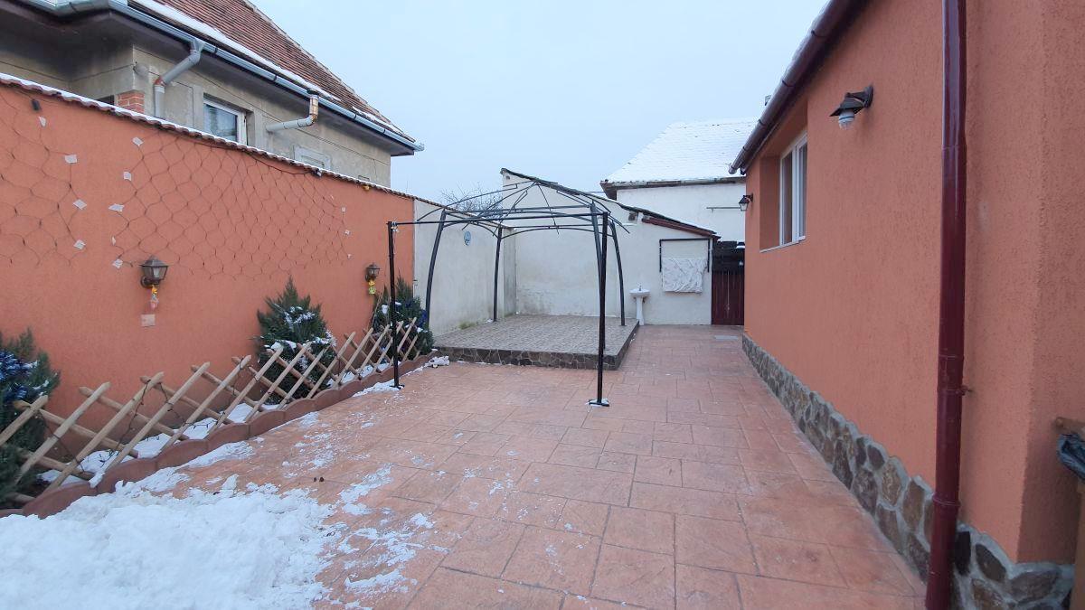 Casa cu 2 camere in Piata Cluj