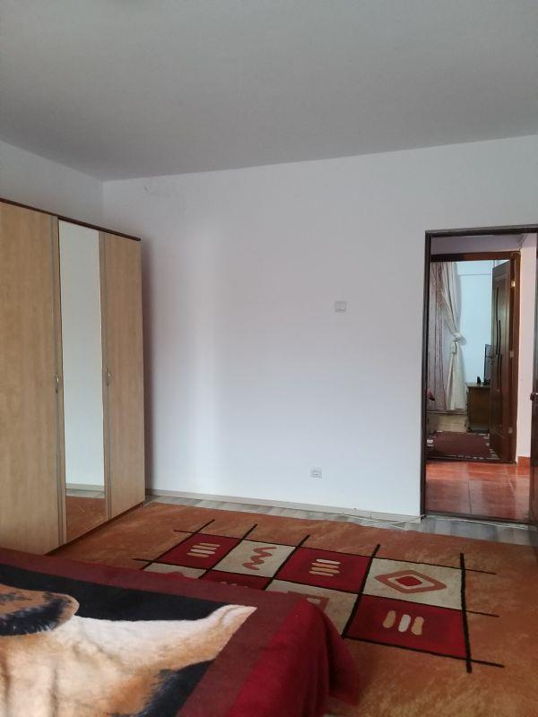 Apartament cu 3 camere de inchiriat in Hip. Sibiu
