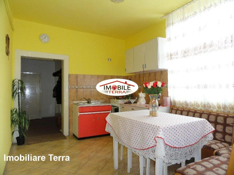 Casa cu 6 camere de vanzare in zona Lupeni Sibiu