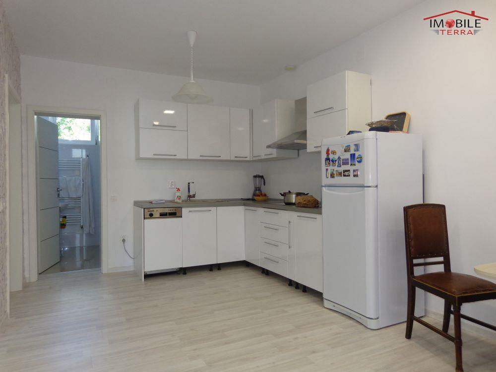 Casa moderna cu 2 camere pentru inchiriat sibiu for Casa mobile moderna