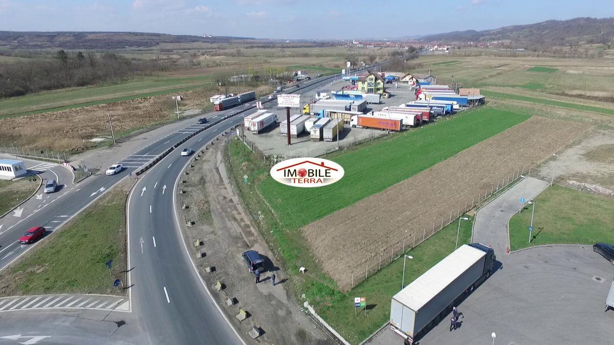 Teren de vanzare langa benzinaria MOL de la Vestem