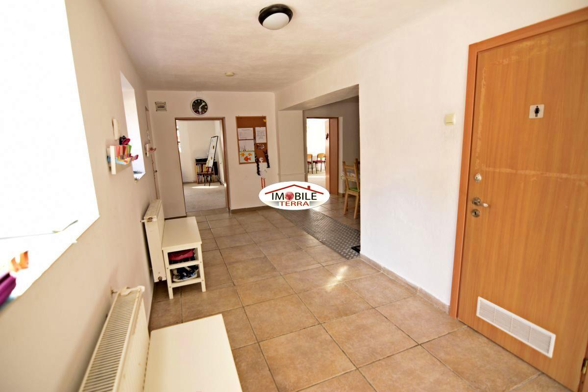 Casa 5 camere, zona Lupeni