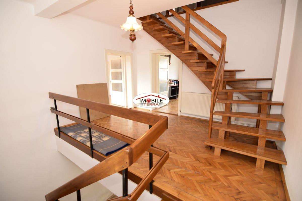 Casa 5 camere, zona Calea Dumbravii