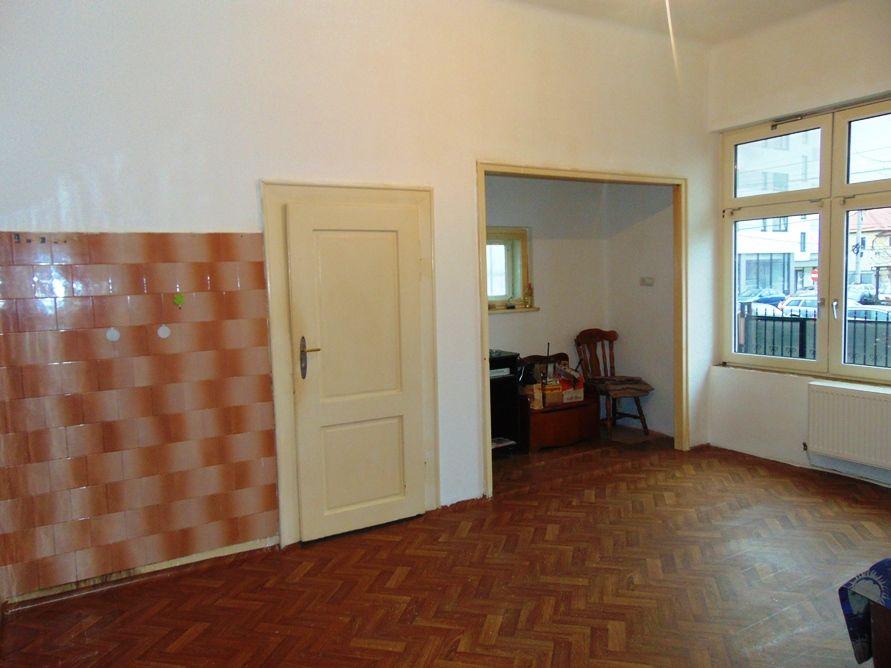 Apartament la casa cu curte separata de vanzare, zona Dumbravii Sibiu
