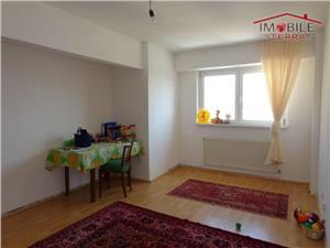 Apartament 4 camere decomandat de vanzare in Valea Aurie