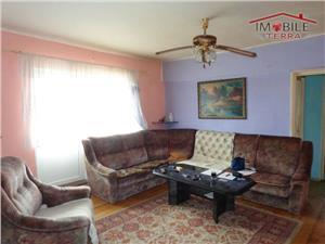 Apartament 5 camere de vanzare in Turnisor