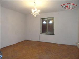 Apartament cu 2 camere decomandate si garaj
