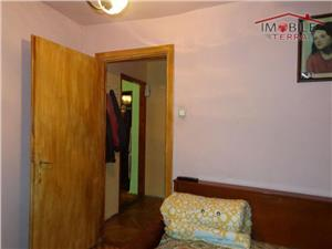 Apartament la casa 3 camere zona Piata Cibin
