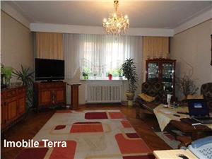 Casa cu 5 camere si 260 mp teren de vanzare pe Calea Dumbravii Sibiu