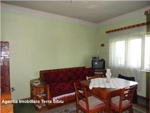 Casa cu 2 camere si 420 mp teren, de vanzare in zona centrala Sibiu