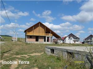Casa la rosu cu 6 camere in Talmaciu