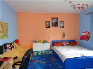 De vanzare urgent casa 4 camere in Lazaret