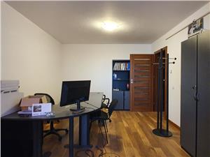 Apartament de 3 camere de vanzare pe Calea Cisnadiei
