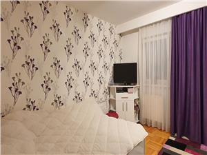 Apartament 3 camere pe Victoriei cu vedere la Parcul Sub Arini