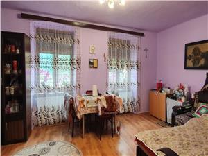 Apartament la casa Piata Cibin, cu geamuri la strada