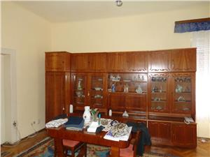 Casa 4 camere de vanzare in Piata Cluj
