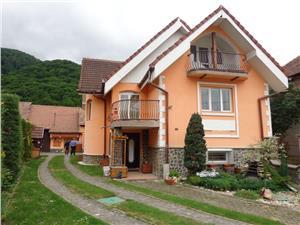 Casa de vanzare in zona turistica