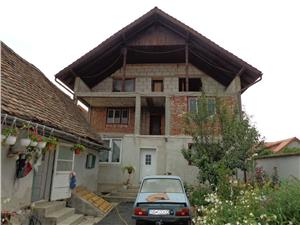 Casa spatioasa cu 980 mp teren in Gusterita
