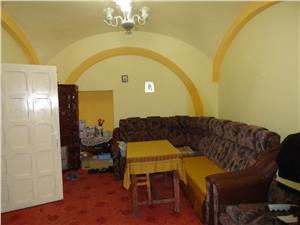 Apartament 3 camere de vanzare situat pe Balcescu