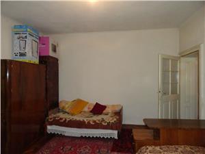 Apartament la casa cu 2 camere de vanzare zona Piata Cibin