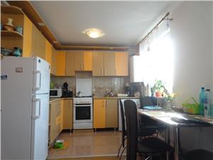 Apartament la mansarda 2 camere zona Vasile Aaron