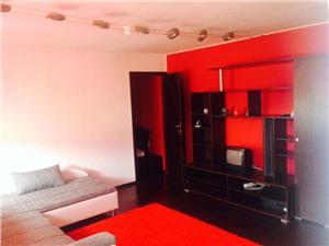 Apartament 2 camere la mansarda zona Vasile Aaron