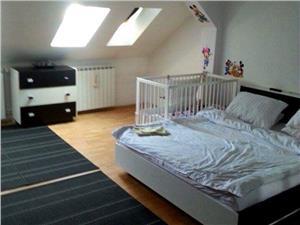 Apartament 3 camere decomandat zona Strand II