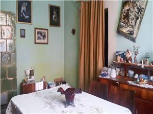 Apartament la casa 3 camere zona Lupeni