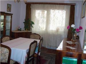 Apartament 4 camere decomadate zona Vasile Aaron