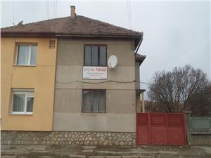 Lupeni 45 A. Sibiu. Casa de vanzare cu 2 apartamente