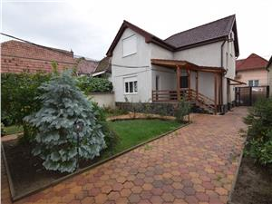 Casa cu 2 corpuri de cladire de inchiriat in Sibiu
