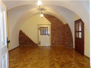 Apartament de vanzare  la casa in zona istorica Sibiu