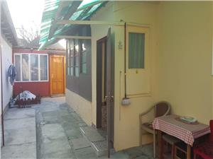 Casa de vanzare cu 2 apartamente, zona Lupeni