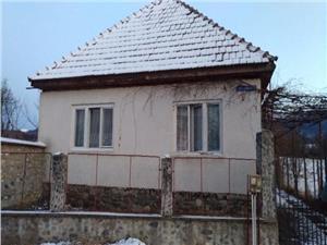 Vanzare casa cu 3 camere in zona de munte