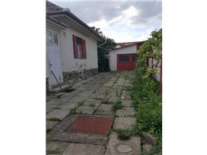 Casa singur in curte, zona Centrala