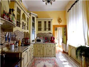 Apartament cu 5 camere, 139mp, zona Piata Mare