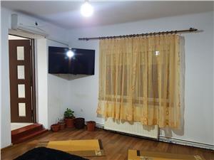 Casa cu 3 camere singur in curte zona Lupeni
